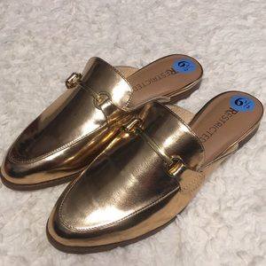 NWT Restricted rose gold flat mules size 6.5